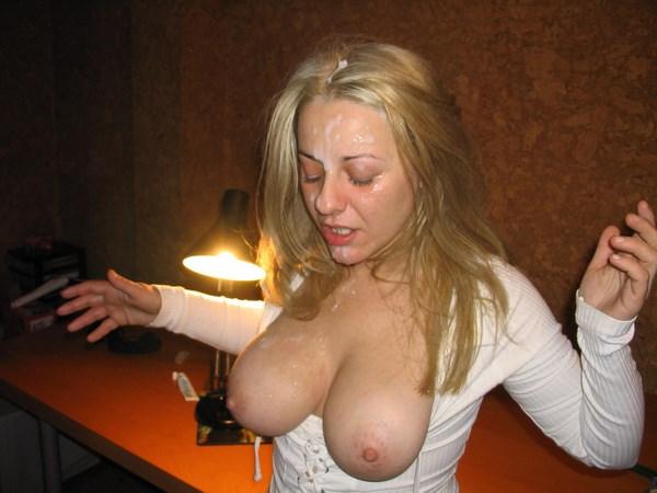 Webcam sexy à Béziers et éjac faciale sur une blonde
